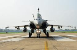 5架阵风战机正式入列印媒:印空军超越中巴空军