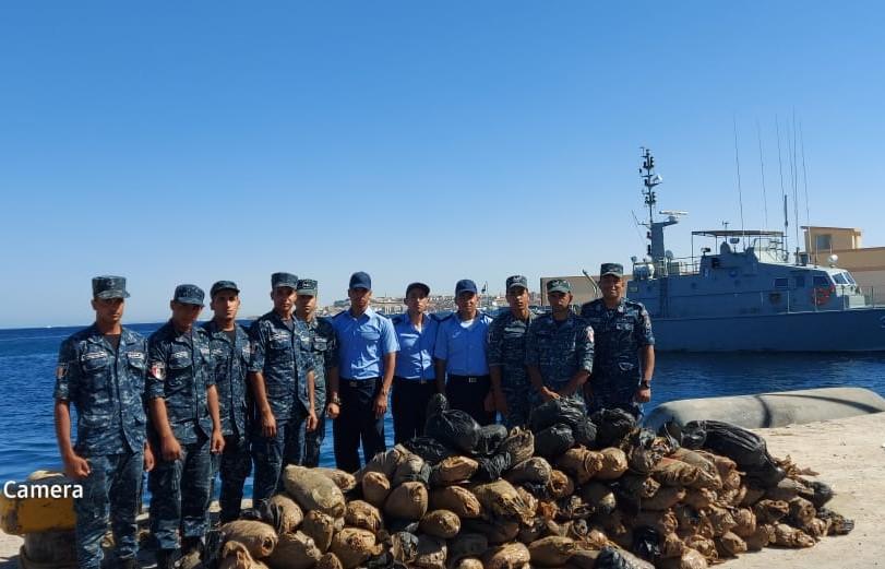 px111.net:埃及水师挫败一起海上毒品走私案件 第1张