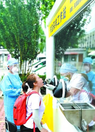 北京市首个核酸采样工作站投入使用采样人员不必再穿厚重防护服
