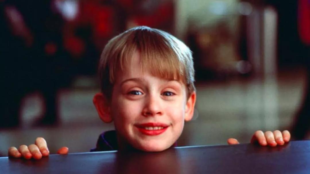 《小鬼当家》中的小鬼扮演者麦考利·卡尔金引推特网友热议,只因发了张照片 第30张