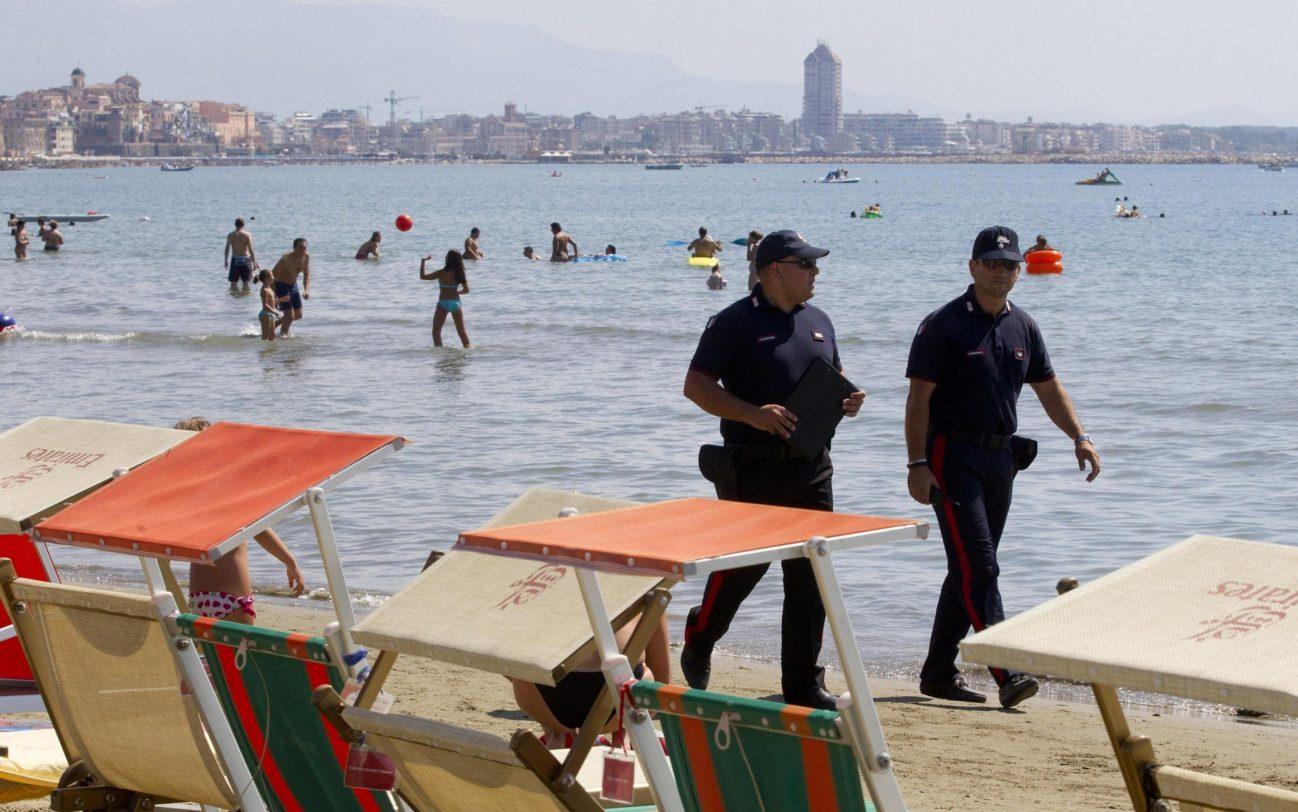 欧博真人游戏手机版:意大利多地推地方性限制措施 削减夏休时代疫情流传风险