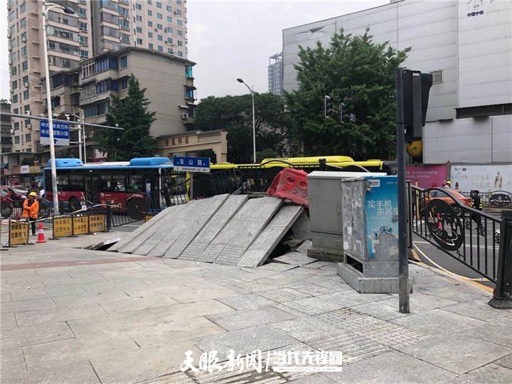 贵阳市区路面拱起一米多高:初判市政管线引起,与修地铁无关