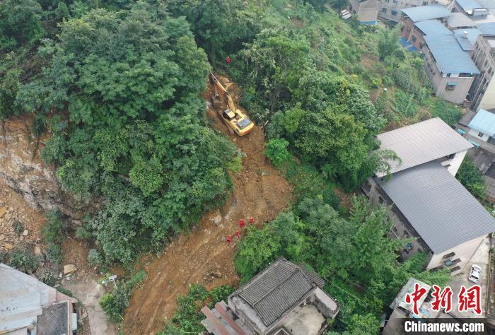重庆高新区发生山体滑坡 已有6人获救