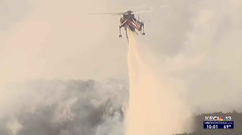 环球ug:山火肆虐!美国19岁少女开直升机灭火 开学当天奋战到破晓 第4张