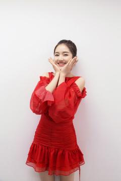 李兰迪身着红色长裙, 完美展现身材!