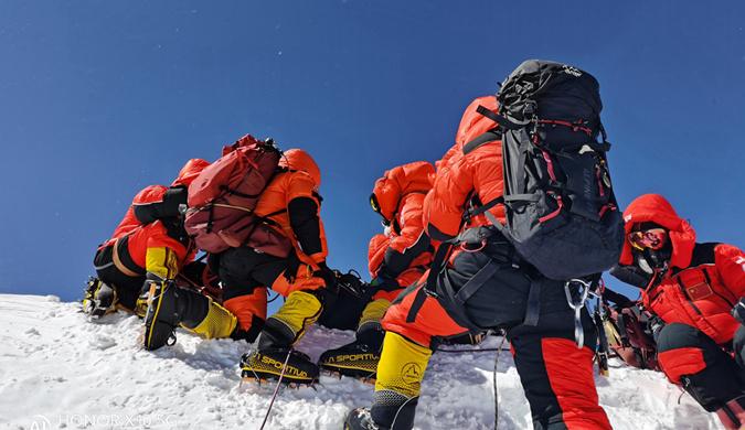 勇攀荣耀珠峰让世界见证中国高度