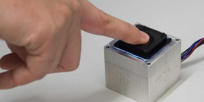 """研究人员发明的新传感器据说是迈向""""机器人皮肤""""的重要一步"""