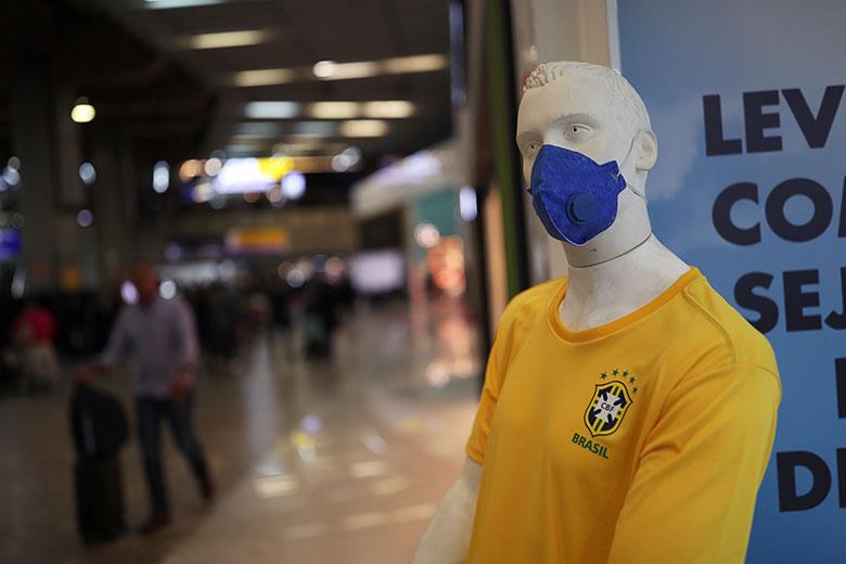 ug环球客户端下载:新冠肺炎确诊数破百万巴西面临重重挑战 第1张