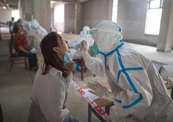 武汉集中核酸检测查缺补漏,尽可能让未做过检测的居民都参加