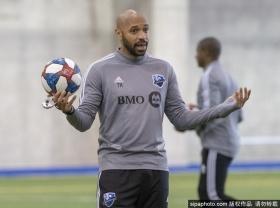 亨利带领球队训练备战新赛季