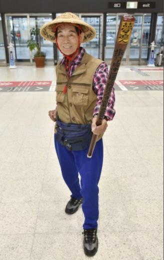 55岁男子立志步行绕日本一周 走到84岁终于实现梦想
