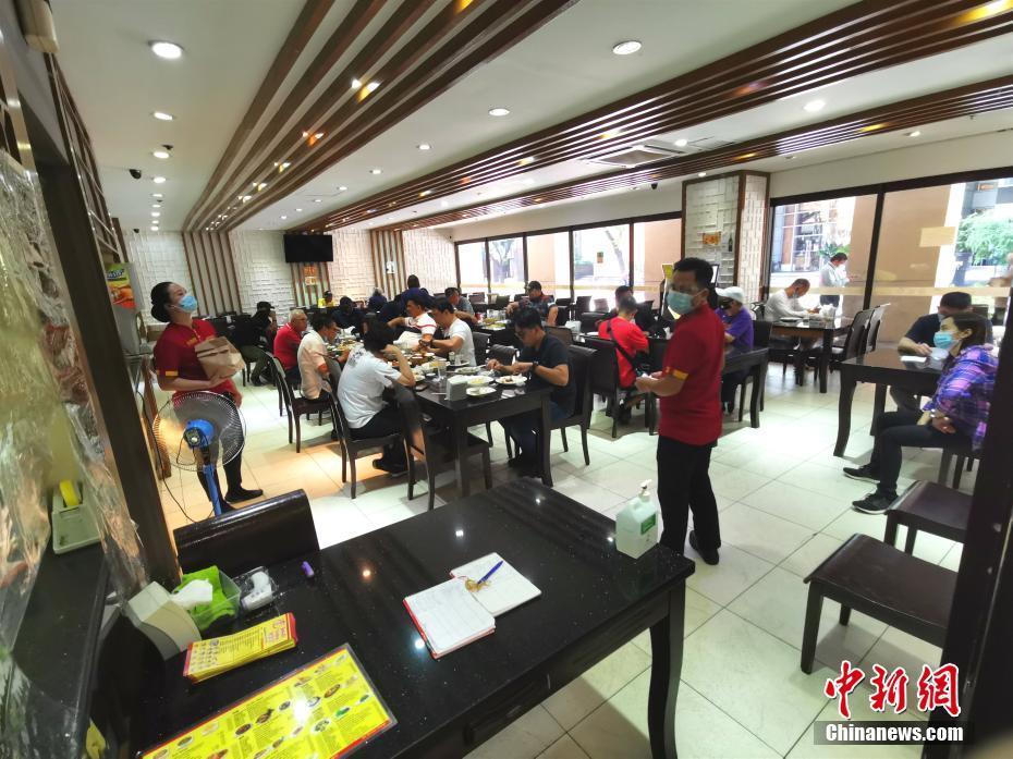 马尼拉CBD马卡蒂餐厅堂食客增多
