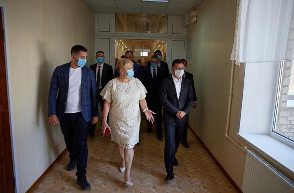 环球ug手机版下载:乌克兰总统谈妻儿患新冠肺炎:它会让人极端虚弱 第1张