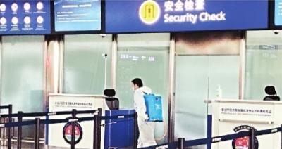 武漢天河機場安檢通道半小時消殺一次 旅客:很放心