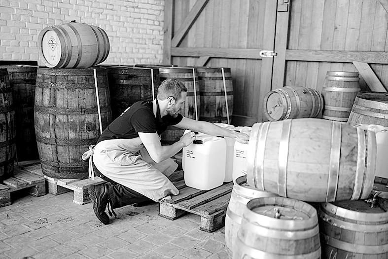 为应对医疗用品需求比利时啤酒厂转产医用酒精
