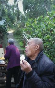 老年人的浪漫爱情!抖音秦巴奶奶:爱就是一起吃好多饭