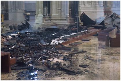 欧博allbet网址:法国南特一大教堂火灾后被毁照片曝光,警方睁开纵火案观察 第2张