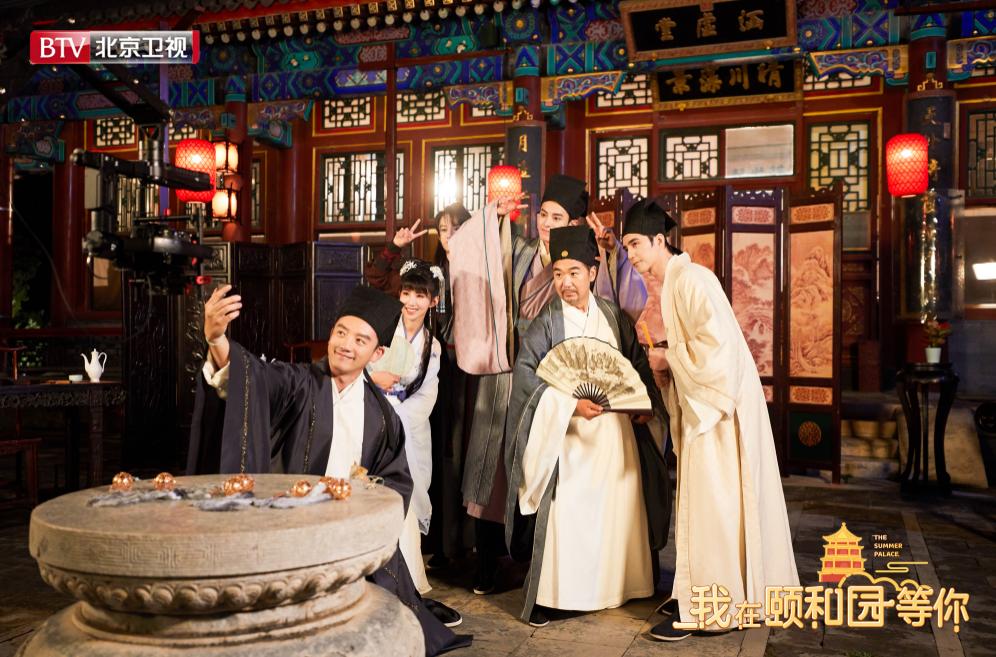 《我在颐和园等你》张国立王鹤棣争夺雅座秀歌技-娱乐频道-长城网