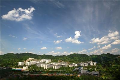 """重庆第二师范学院毕业生作品发布:""""漾在夏天"""" 书写着关于服装最美的答卷"""