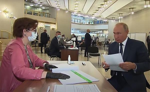 allbet登陆网址:俄宪法修正案投票进入最终阶段,普京未戴口罩赴现场投票 第1张