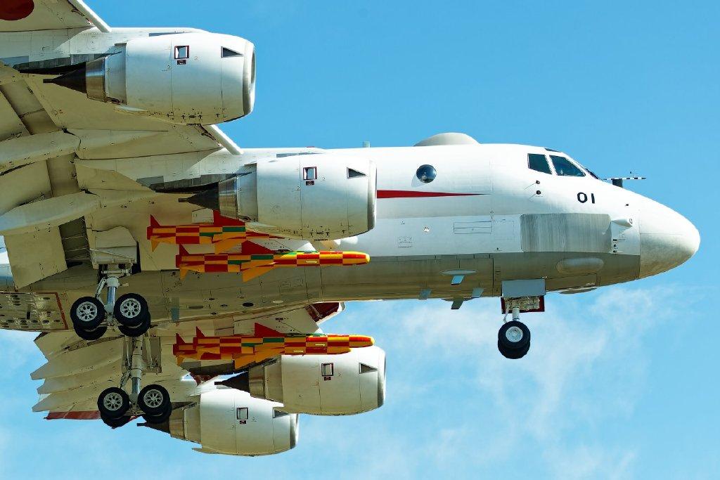 """日本P-1反潜巡逻机""""开挂"""":带4枚反舰导弹飞行"""