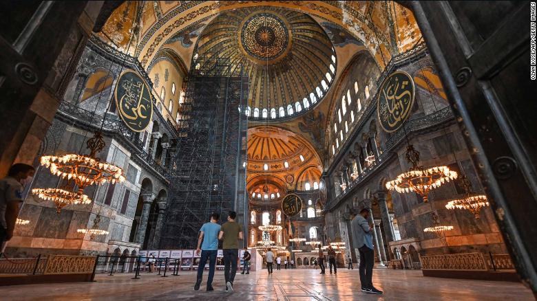 欧博亚洲客户端下载:圣索菲亚大教堂改为清真寺招致外界指斥,埃尔多安:不是基于说三道四的人的意见做的决议 第2张
