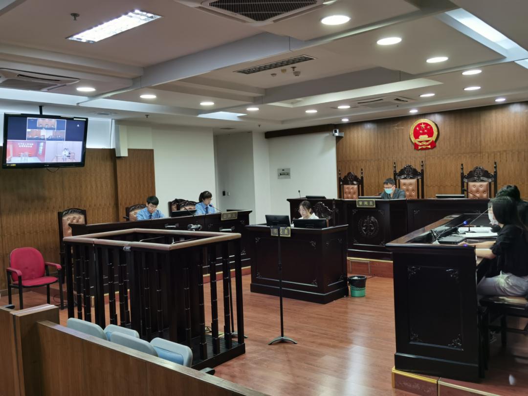 """杭州法院判决一起""""微信解封""""入罪案,两名在校大学生获刑"""