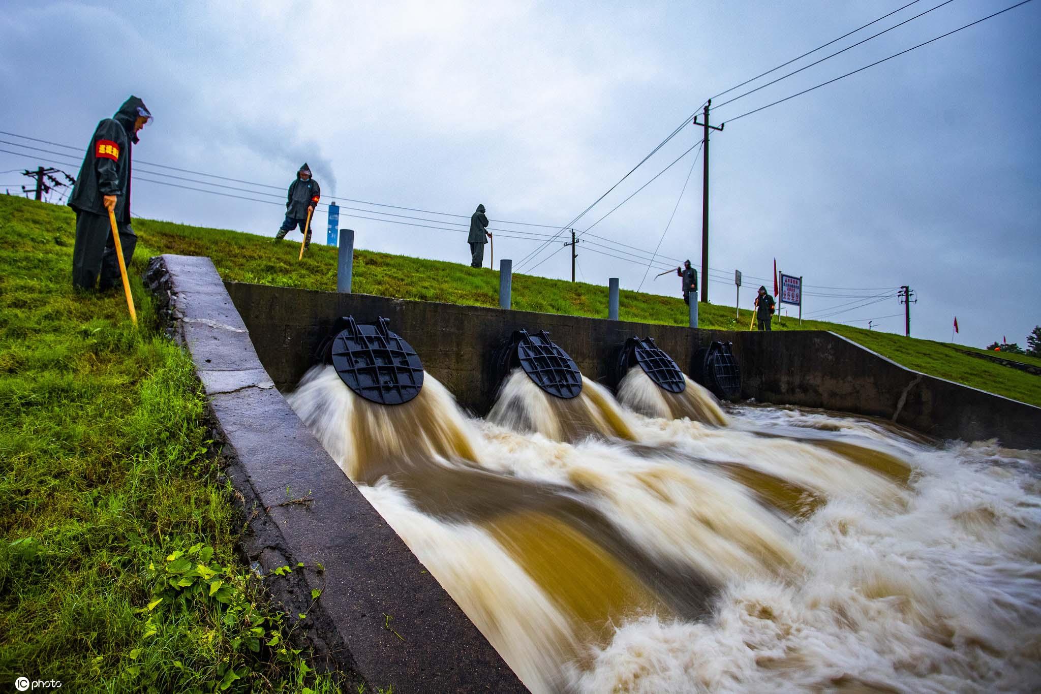 江西湖口:暴雨叠加 江湖水位并涨