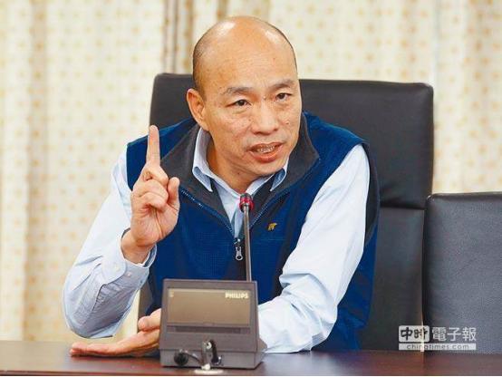 硬要将罢韩和高雄 奇葩男跪舔女子脚趾市长韩国瑜防疫工作扯上关系