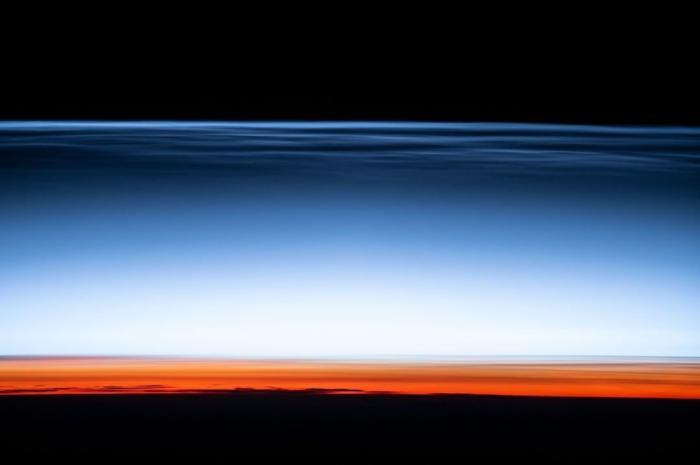 "NASA公布夜光云""美照"":宛如来自宇宙边缘的明信片 太震撼了"