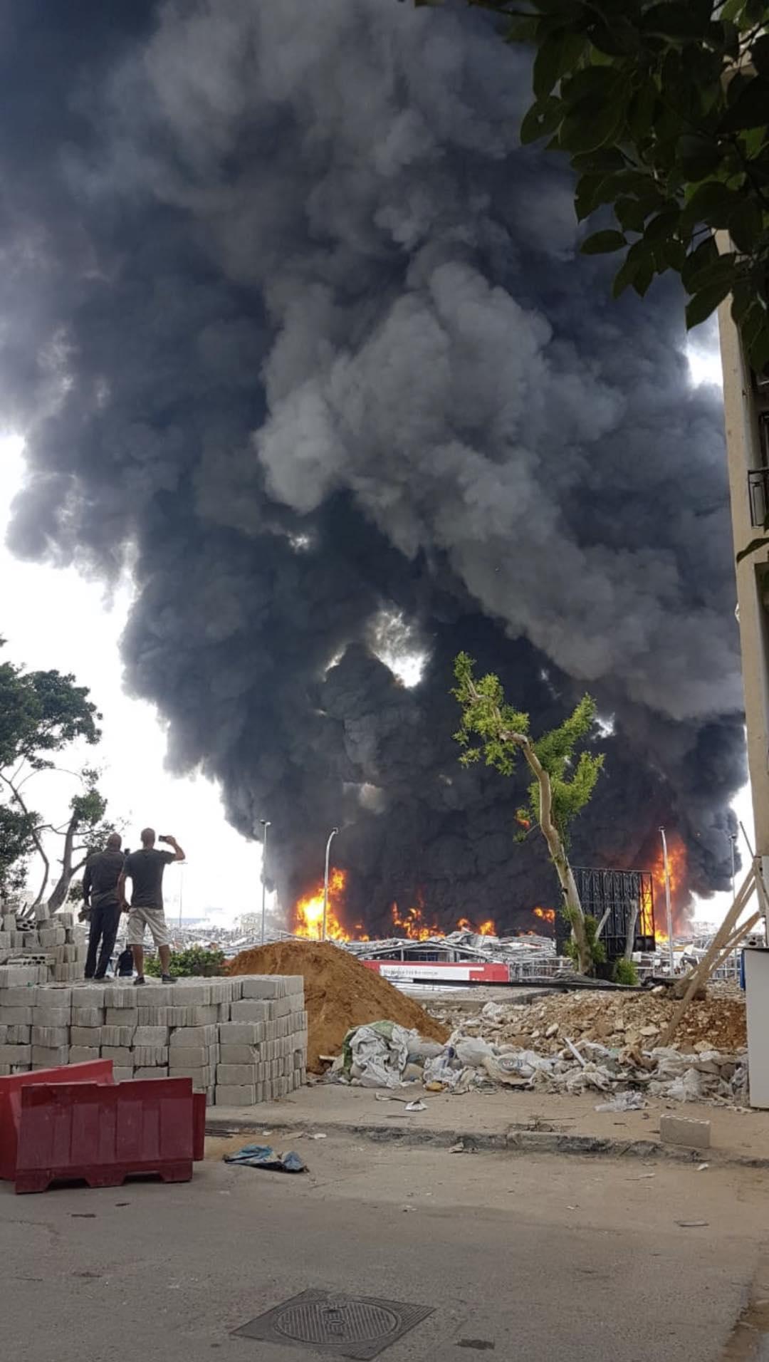 """欧博亚洲:突发!贝鲁特发生大火""""引恐慌"""",橙色火焰从地面一跃而起 第1张"""