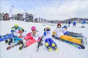 冰雪季正式拉开帷幕滑雪、温泉成亲子游热门选择