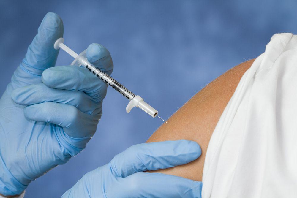 """加拿大民众防""""双重熏染"""" 流感疫苗供应重要"""