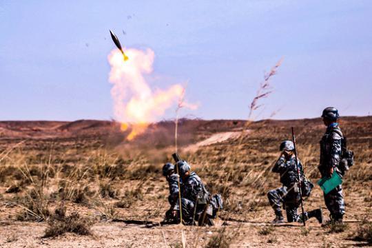 中国00后新兵鏖战西北大漠:真正感受到了战场氛围