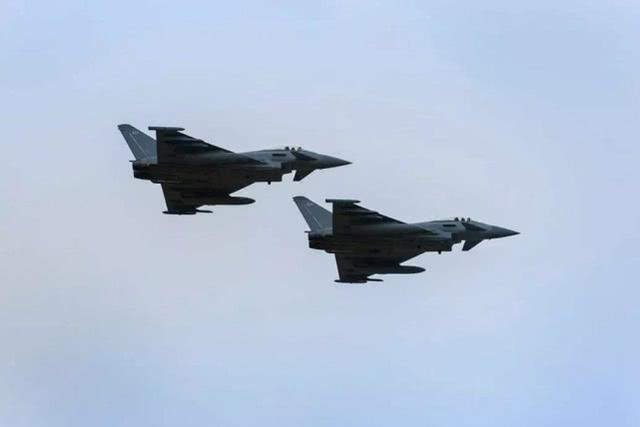 英国台风战机紧急升空,在波罗的海拦截俄军电子侦察机
