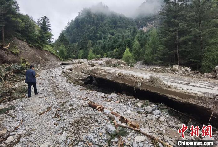 强降雨持续侵袭甘肃东南部 多个景区暂时关闭