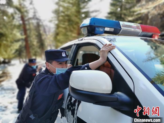 新疆阿勒泰边防支队春季巡逻踏查