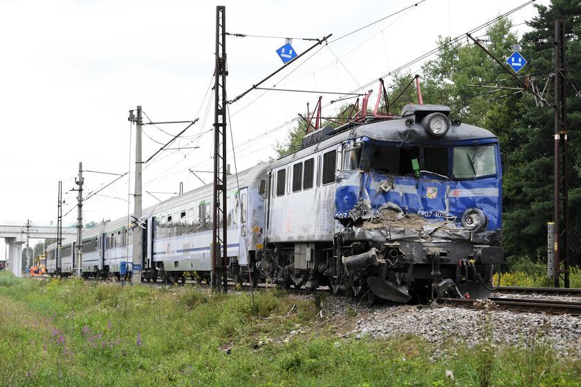 欧博会员开户:波兰发生火车与卡车相撞事故 致1人殒命 第2张
