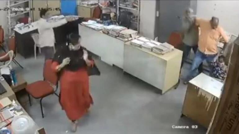 allbet登录网址:被提醒戴口罩后,印度一政府职员对残疾女同事拳脚相加,甚至还抄起了铁棒...... 第1张