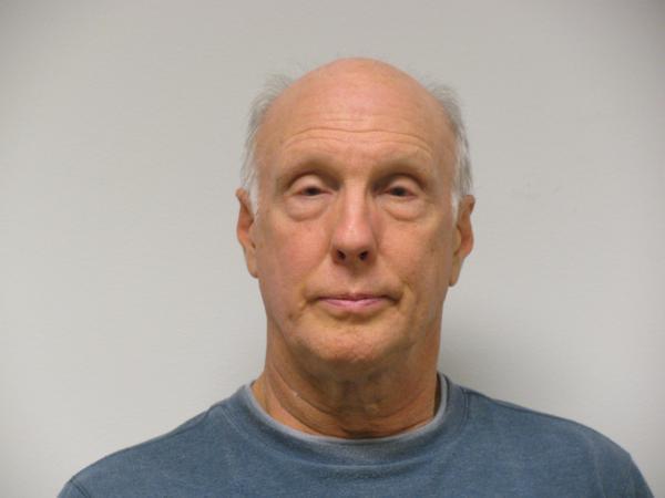 美68岁男子涉嫌收集男童尿液,面临儿童色情指控,有多次性犯罪史