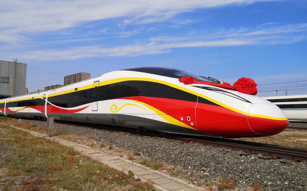 时速400公里!跨国互联互通高速动车组在河北唐山下线