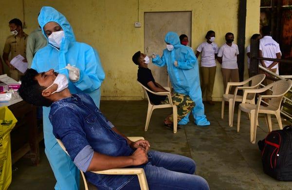 数读10月19日全球疫情:全球日增确诊超35万例 累计逾4059万例 美国新增逾5.7万例 第1张