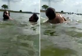 印度男子游泳时被鳄鱼拖到水下 同伴用自拍杆戳伤鳄鱼将其救出
