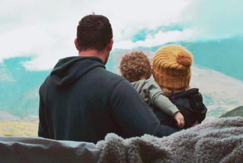有了孩子就不能旅行?英国背包客夫妇带娃自驾看世界