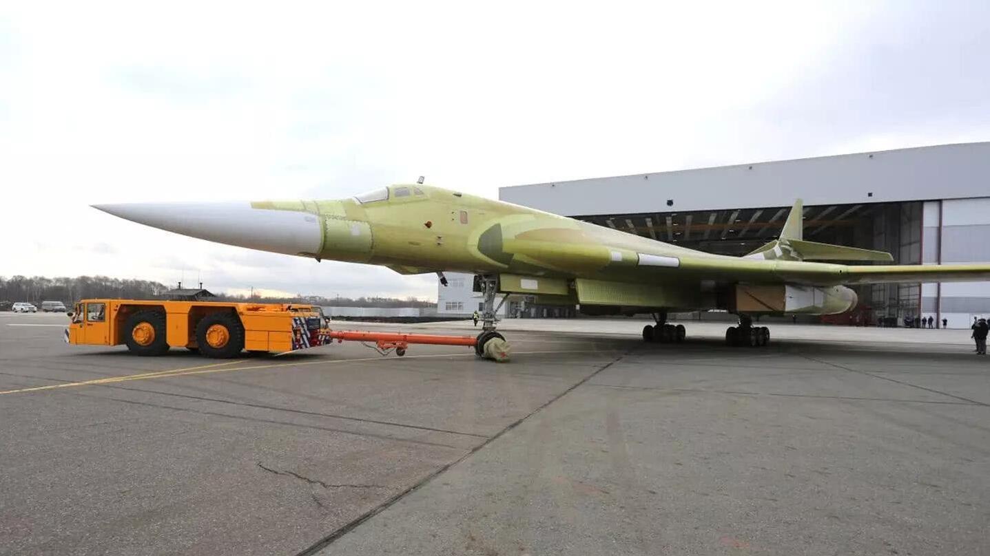 俄空天军将在2027年前接收10架图-160M2轰炸机