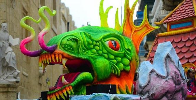 中国龙花车亮相马耳他狂欢节
