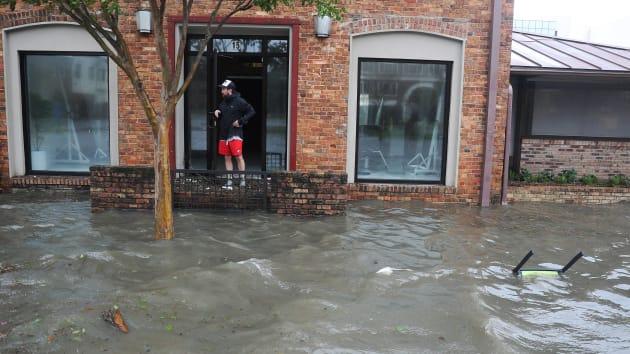 """飓风""""莎莉""""上岸美国引发洪灾,至少1人殒命"""
