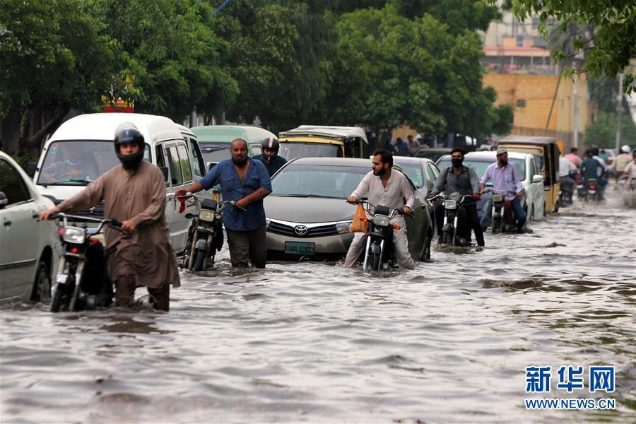 巴基斯坦卡拉奇遭遇强降雨天气