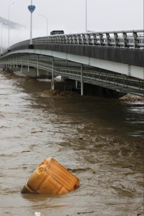日本暴雨致多地发生山体滑坡 政府向7万余人发出避难指示