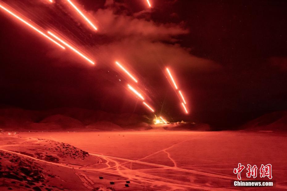 西藏军区举行陆空联合拔点战斗演练 检验火力打击能力